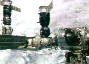 El acoplamiento de la nave al módulo ruso Zariá de la ISS tuvo lugar sin contratiempos después de que la Soyuz concluyera la vuelta número 33 alrededor de la Tierra y mientras la ISS orbitaba a una altura de más de 340 kilómetros.
