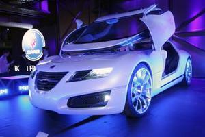 El prototipo Saab Aero X, presentado durante el salón del automóvil de Nueva York, Estados Unidos.  Saab automobile usa anunció un acuerdo con la asociación benéfica Angel Flight America al tiempo que presentó el citado prototipo en EU.