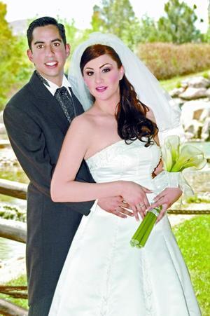 Arq. José Alfredo Serrano Tejeda y Lic. Pamela Meléndez contrajeron matrimonio en la parroquia de Los Ángeles, el 18 de marzo.