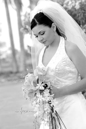 C.P. Laura Rodríguez Pérez, captada el día de su matrimonio religioso con el C.P. Alejandro Lazarín Bravo.    <p> <i>Estudio: Maqueda</i>