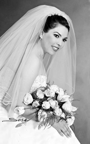 C.P. María Teresa Cisneros Banderas el día de su enlace nupcial con el Lic. David Cuevas Sandoval.  <p> <i>Estudio: Sosa</i>