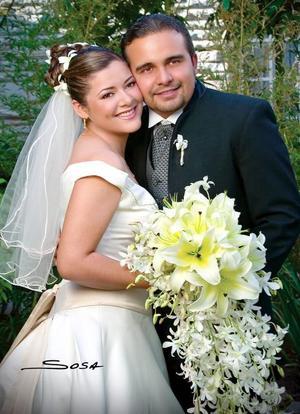 Ing. Brandy Antonio Quezada Castro y C.P. Dayana Ramírez Ramos recibieron la bendición nupcial en la parroquia de Los Ángeles el sábado 18 de marzo de 2006.  <p> <i>Estudio: Sosa</i>