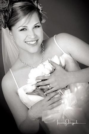 Ing. Iris Castro Cruz, el día de su enlace matrimonial con el Ing. Sean Maloy Wallace  <p> <i>Estudio: Laura Grageda</i>