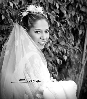 Ing Cristina Morales Guerrero  el día de su boda con el Ing. Mario Héctor Gutiérrez Llanas  <p> <i>Estudio: Sosa</i>