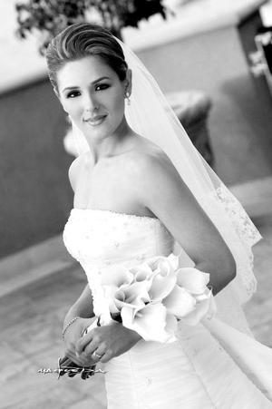 Srita. Gianela Ortiz Gámez, el día de su boda con el Sr. Hernando Garrido Cepeda. <p> <i>Estudio:Maqueda</i>