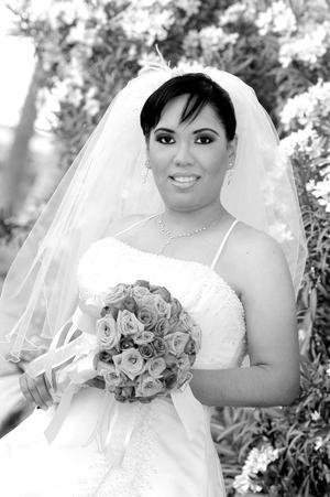 Srita. Anaí Flores Silva el día de su enlace nupcial con el Sr. Ricardo J. Cárdenas Ramírez.<p> <i>Estudio: Maqueda</i>