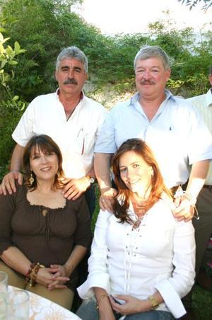02052006 Claudia Cueto de Webb, Mónica Cueto de Félix, Billy Webb y Cuauhtémoc