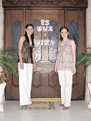 04052006 Grata bienvenida ofrecieron a las invitadas la futura mamá, Mariana Martínez de Portilla y Mónica Martínez de Villalobos.