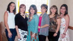 06052006  Patricia Ruiz Campa, Kareny Bernal Flores, Mónica Múzquiz Solar, Catalina Sánchez López y Magda Bernal Flores junto a Laura Bernal Flores
