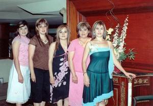 07062006 Gabriela Rodríguez Zapían acompañada por Mary de la Peña, Brenda Huerta, Vero de Huerta y Lizeth de Huerta, quienes le organizaron una fiesta de despedida de soltera.