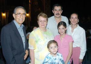 07062006 Julio Pérez, Cristha de Pérez, Cristian del Hoyo, Mauricio del Hoyo, Ana Isabel Pérez y José Paulo del Hoyo.