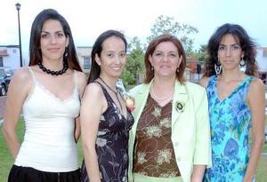 07062006  Lucila Saborit de Santos, Lucy y Berenice Santos le organizaron una fiesta de despedida a Karina del Bosque Aguirre, por su cercano enlace nupcial.
