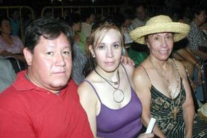 07062006  Zeida de Chaurand, Ivette Chaurand y Vicente Triana.