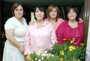 09052006  Señora Nina Díaz Rivera de Eraña acompañada por sus hijas Cecilia Eraña, Laura y Nina, organizadoras de su festejo.