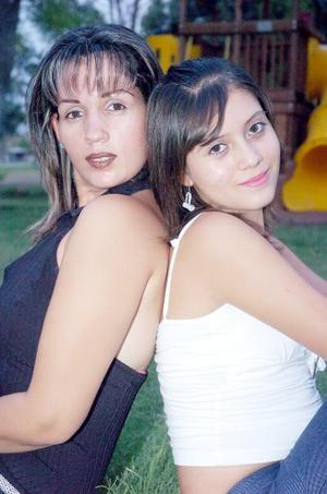 10052006  Elisa Santelices con su hija Ana Elisa Gándara Santelices