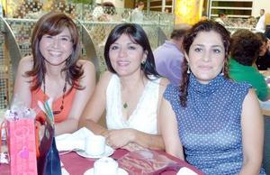 11052006   Eunice Betancourt, Alma Núñez y Malisa Huerta