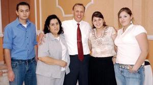 14052006  Ramón José Héctor García Gutiérrez festejó su cumpleaños, en un convivio que le ofrecieron Araceli Rodríguez, Adriana, Brenda y José Héctor García.