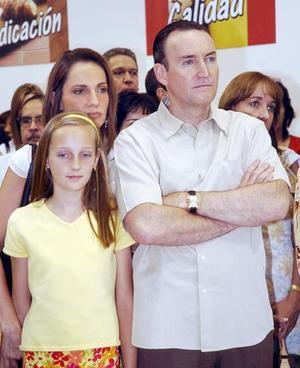 14052006  Ricardo Martín Bringas y familia.