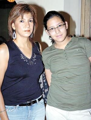 15052006  Ofelia y Andrea Maldonado.