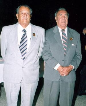 18052006  Cincuenta años al servicio de la docencia cumplieron Enrique Puente y Juan Álvarez.
