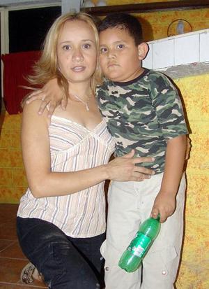 17052006  Paola Sánchez y Miguelito Sánchez.