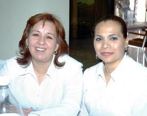 19052006  Patricia Cárdenas y Lorena Luna.