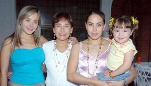 21052006  Alicia Rodríguez de Jaime, con sus hijas Fernanda y Alicia y su nieta Isabela Ruiz Jaime