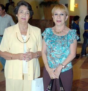 21052006  Cuquita Villalobos y Gloria Murillo.
