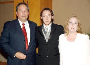 21052006  Mario Garza Díaz, Daniel Garza y Marisa de Garza.