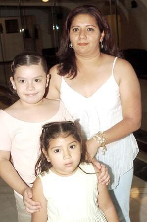 21052006  Rocío Martínez, Luz Daniela Martínez y Karen Hernández.