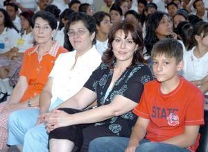 23052006  Sara de Rodríguez, Sarah García, Angélica Rodríguez (directora de la Escuela Luis Aguirre Benavides) y Mauro Alvarado.