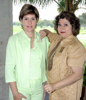 24052006  Laura Gurrola de Valdés, presidenta entrante de la Asociación de Clubes de Jardinería de la Comarca Lagunera, acompañada de Marilú Velázquez de Blackaller.