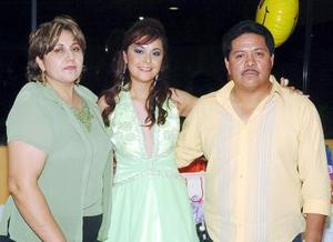 27052006  Con motivo de sus 18 años de vida, Julia Jerith Martínez Balderas fue festejada por sus papás.