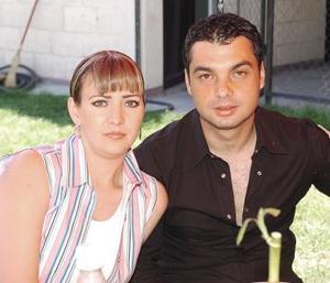28052006   Ángel Eduardo Corres Arratia con sus hermana Liliana.