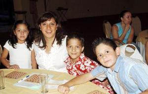 28052006  Aracely de Quezada, Luis y Aracely Quezada y Ricky Babun.