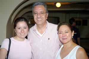 28052006  Federico y Jennifer López con Josefina Hernández.