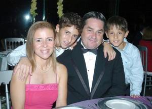 28052006  Fernando, Guadalupe, Fernando Jr. y Andrea Royo.