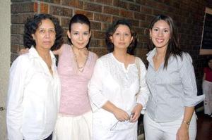 28052006 Irma Campos de Galván, Cecille y Cristina Galván e Ilsy Presa.
