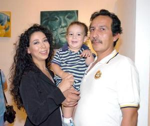 28052006  José Luis Rodarte, Ivonne Galván y su hijo Gabriel Rodarte.