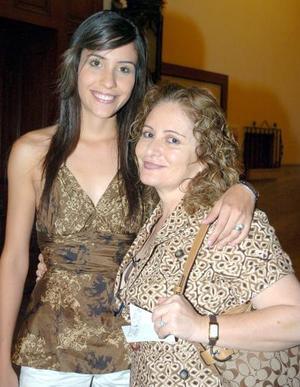28052006  Leticia Olvera y Gaby Barrón.
