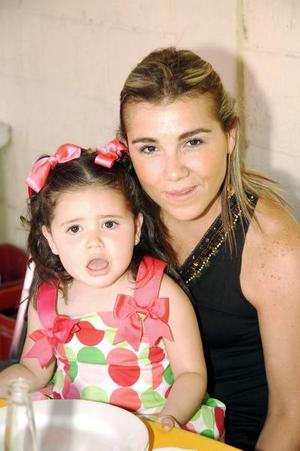 28052006  Marcela Hinojosa Villar y Regina Yacamán Hinojosa.