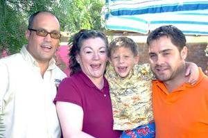 28052006  Ricardo Lozano, Beatriz de Lozano y Ernesto Domínguez, padrinos de Ciro.