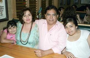 29052006  Bere Martínez, Gabriela de Martínez, Adolfo Martínez y Gaby Martínez.