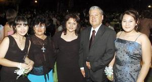 29052006  Las debutantes Sharon y Angelita Rentería acompañadas por Lupita Mota, Angelita de Rentería y Jesús Rentería.