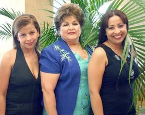 30052006  Adriana, Carmelita y Paty Anaya.