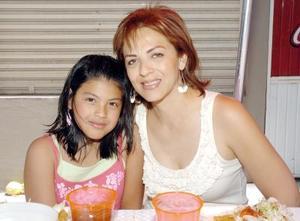 30052006  Laura de Cardoso y Jackie Cardoso.
