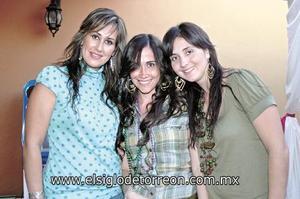 <I>¡MUCHAS FELICIDADES!</I><P> Liliana de Russek, Ana Sofía Rodríguez y Mary Carmen de Fahur.