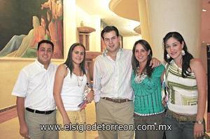 Julio Gustavo Villalobos Díaz de León, Brenda Baille de Villalobos, Mario Treviño Rivero, Adriana Plancarte de Treviño y Vicky Ibarguengoytia de Murra.