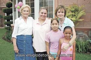 Carmen Veyán de Díaz Flores, Macris Díaz Flores de Regalado, Malena Díaz Flores de Sesma, Malena Sesma Díaz Flores y Daniela Regalado Díaz Flores.