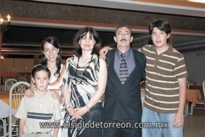 José Alberto Rivera Rodríguez, María del Carmen Gallardo Arellano, José, Marycarmen y Roberto Rivera.
